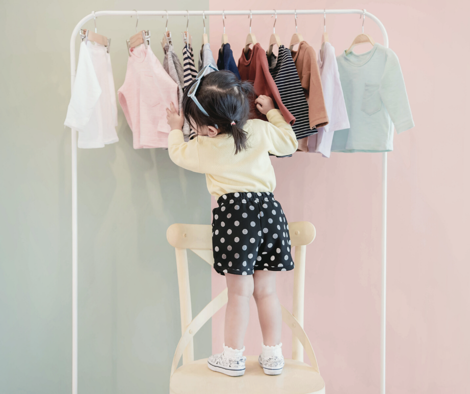 Advantages of a capsule wardrobe for kids, and how to build one from scratch.